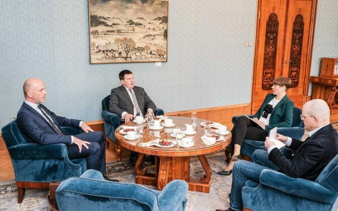 Taimar Peterkop left, Jüri Ratas, and Kersti Kaljulaid at Wednesday's meeting at Kadriorg.