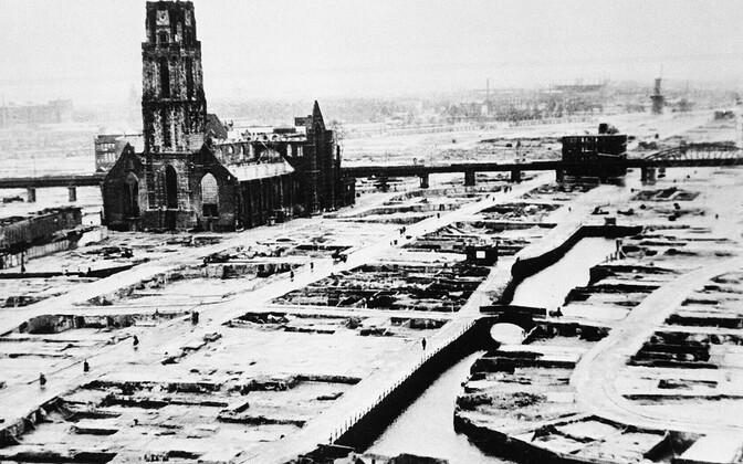 Maatasa tehtud Rotterdami kesklinn pärast 14. mail 1940 aset leidnud Saksa pommirünnaku järgset rusude koristamist.
