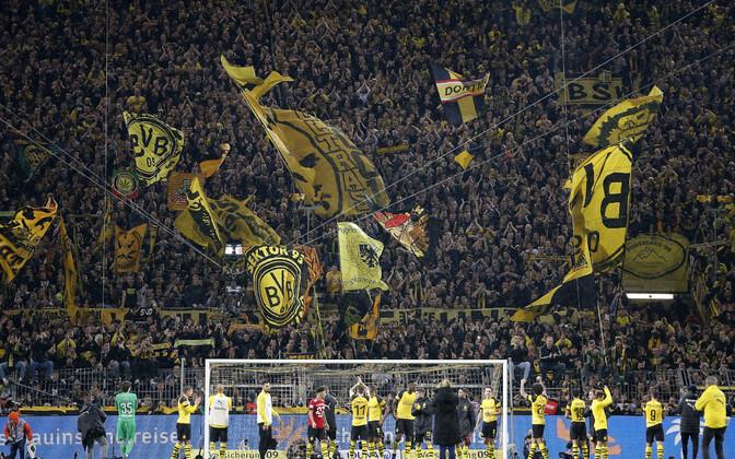 Dortmundi Borussia tänamas oma fänne. See hooaeg tuleb ilmselt lõpetada pealtvaatajate toeta