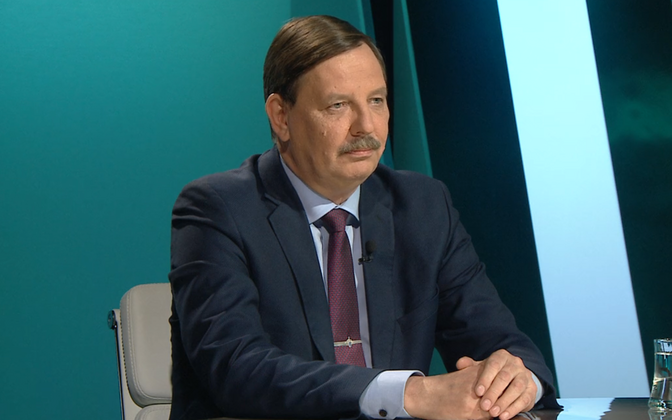 Minister of Economic Affairs and Communication Taavi Aas (Center).