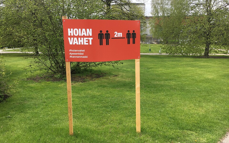 A social distancing sign in Tartu.