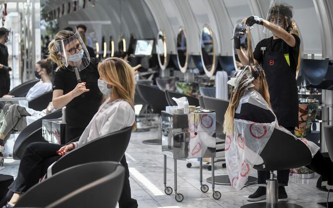 Itaalia juuksurisalongid said esmaspäevast taas uksed lahti teha.