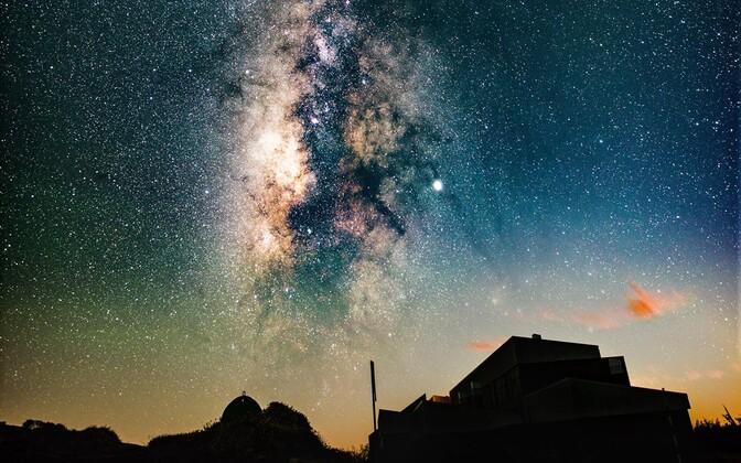 Enamike taevas nähtavate tähtede ümber on planeedid. Teadlased üritavad välja selgitada, kas mõnel võib olla ka elu.