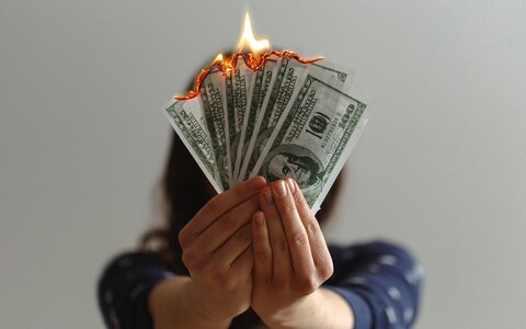 Kriitiline võtmesõna on lennurada. Metafoori maailmas on see kaetud rahaga. Kui raha on vähe, jääb stardirada liiga lühikeseks ja kõik senised kulutused muutuvad rohtukasvanud põlluääres konutavaks vanarauaks.