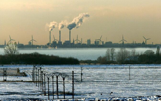 Vaade Rootsist üle Öresundi väina Taani elektrijaamadele.