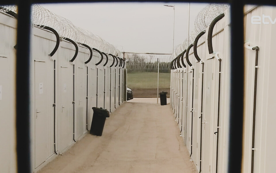 Венгрия закроет транзитные лагеря для мигрантов на  границе с Сербией.