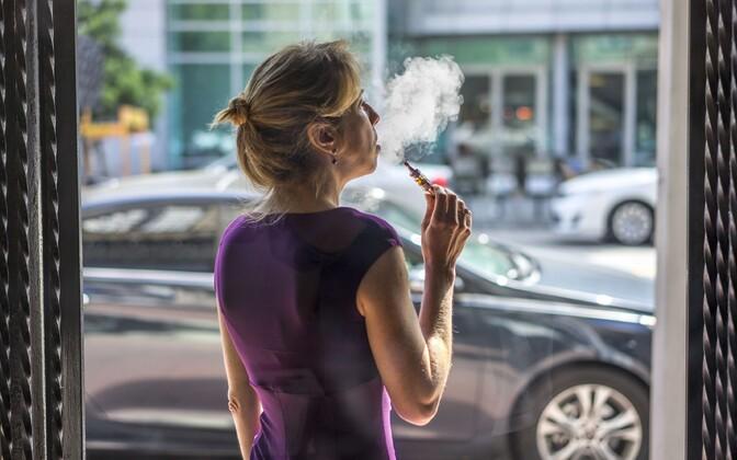 Kõigi uuritavatega võrreldes on e-sigarettide tarvitamine suitsetajate ja endiste suitsetajate seas siiski mõnevõrra suurem.