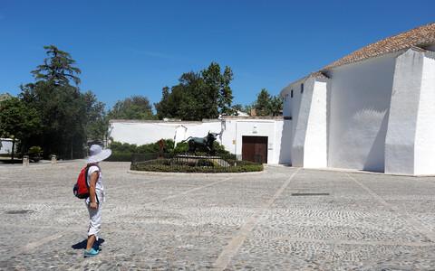 Туристка в испанском городе Ронда.