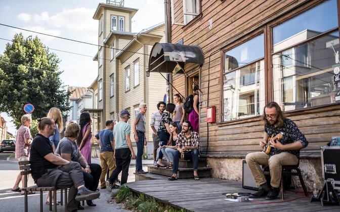 A culture-filled Tartu street.