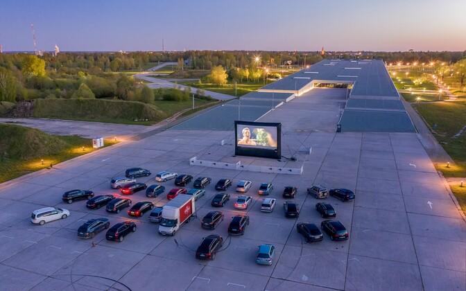 Автокино на парковке ERM  в Тарту.
