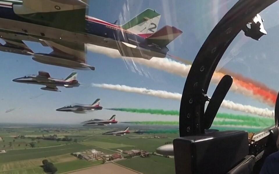 Пилотажная группа ВВС Италии «Фречче Триколори».
