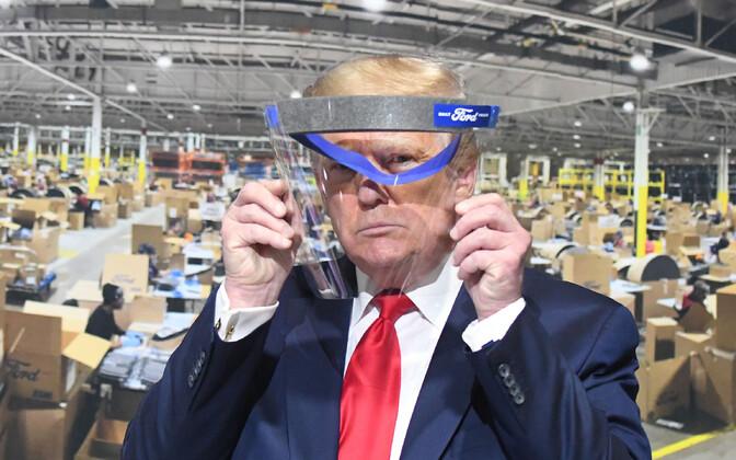 USA president Donald Trump Michigani kaitsevahendite tehast külastades.