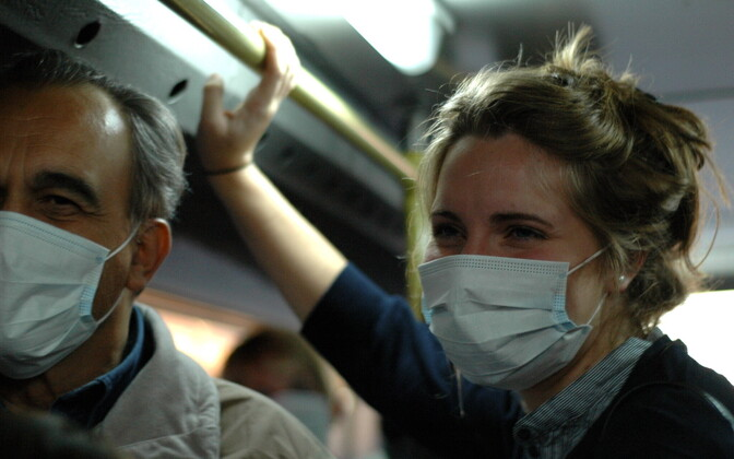 Некоторые авиакомпании пускают на борт только пассажиров в защитных масках.