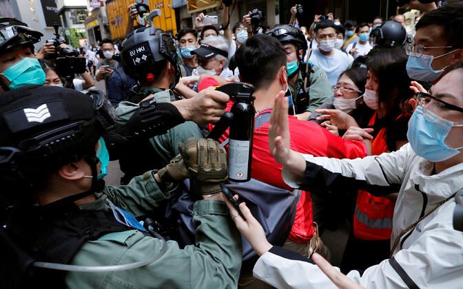 Meeleavaldajate ja politseinike vastasseis Hongkongis.