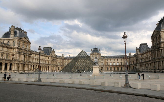 Louvre'i muuseum Pariisis