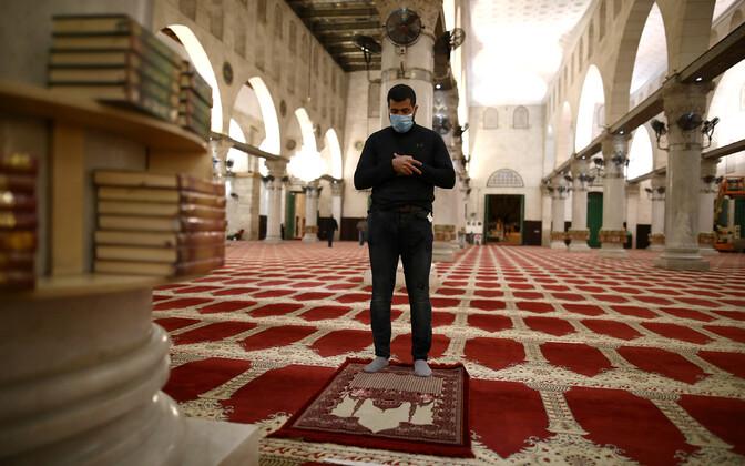 Jeruusalemmas avati kaks kuud koroonaviiruse tõttu suletud olnud Al-Aqsa mošeekompleks.