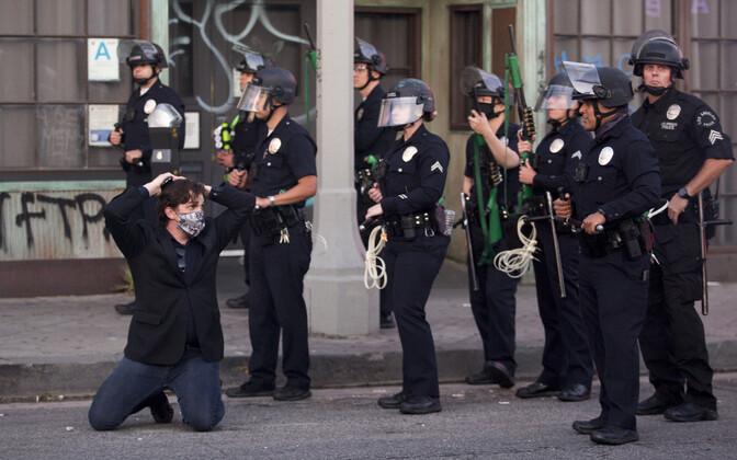 Protesteerija arreteerimine Los Angeleses.