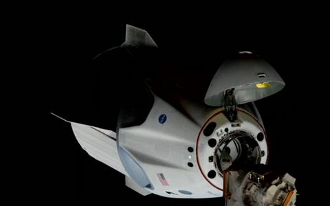 Dragoni kapsel põkkub rahvusvahelise kosmosejaamaga.