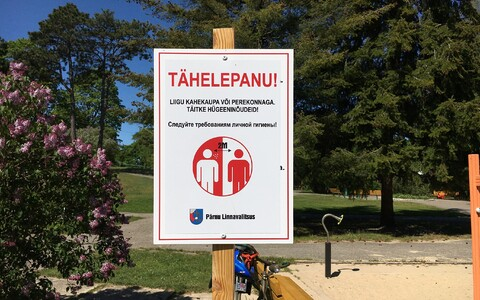 A social distancing sign at a playground in Pärnu.