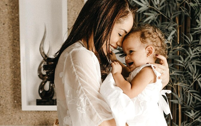 Ema ja laps.