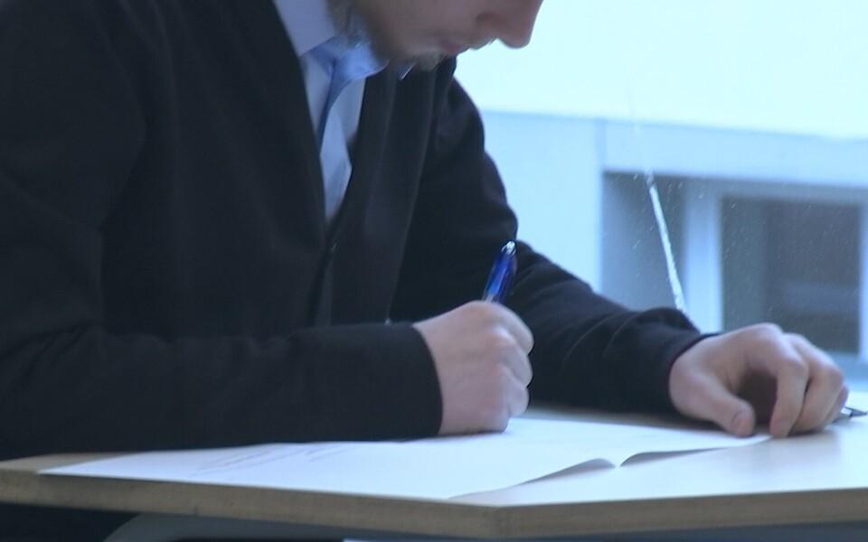 Гимназисты сегодня сдавали письменный государственный экзамен по эстонскому языку как иностранному.