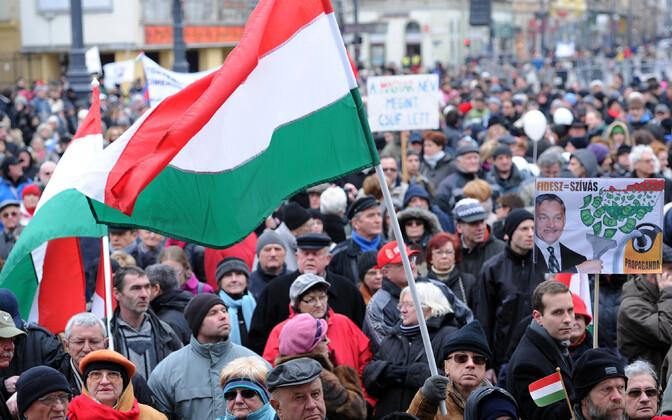 Ungarlased meelt avaldamas.