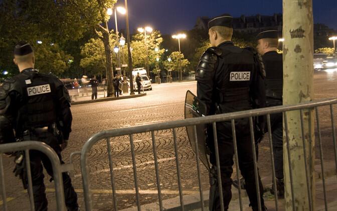 Полиция в Париже. Иллюстративная фотография.