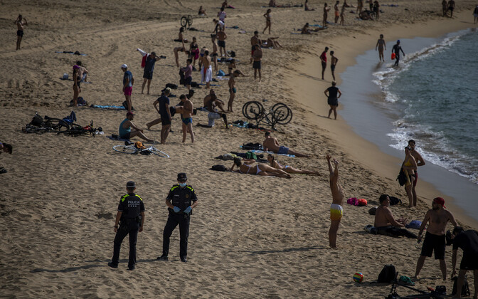 Inimesed Barcelonas rannas.