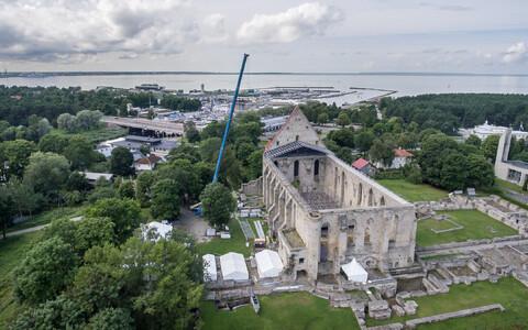 Pirita kloostrile ajutise katuse rajamine 2016. aastal.