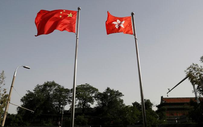 Hiina Rahvavabariigi (vasakul) ja Hongkongi (paremal) lipp.