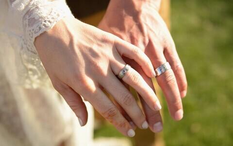 Romantilises kontekstis tähistab sõrmus seega lõppematut ja surematut armastust.