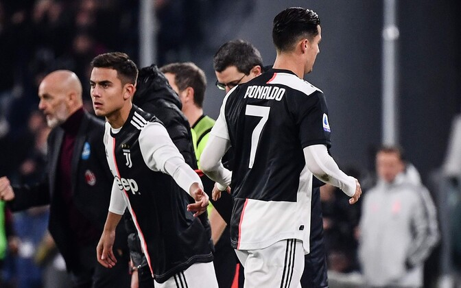 Paulo Dybala sekkumas Cristiano Ronaldo asemel vahetusest väljakule