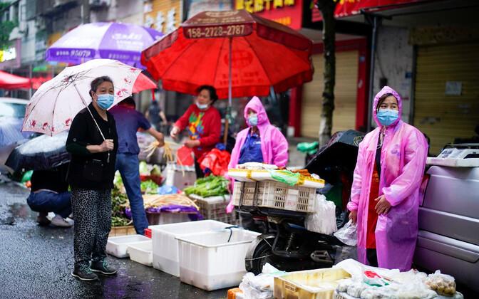 Tänavakauplejad Wuhanis pärast koroonapuhangut.