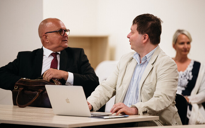 Urmas Reitelmann (left) at an ERR supervisory board meeting.