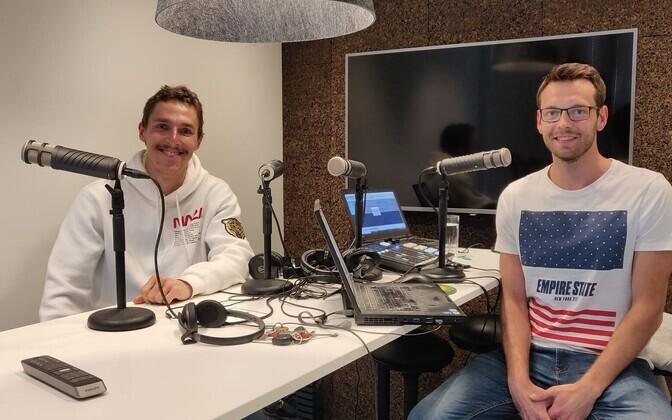 Karl Erik Nazarov ja Karl Rinaldo Manta Maja stuudios