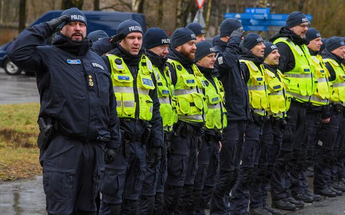 Сергей Андреев (крайний слева) руководит местными полицейскими с осени 2010 года.