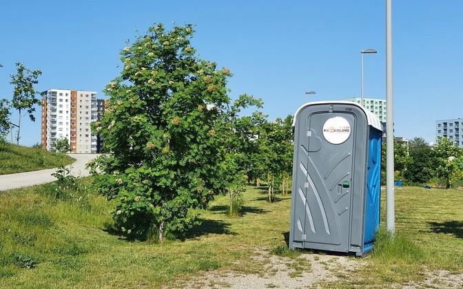 Уличный туалет.