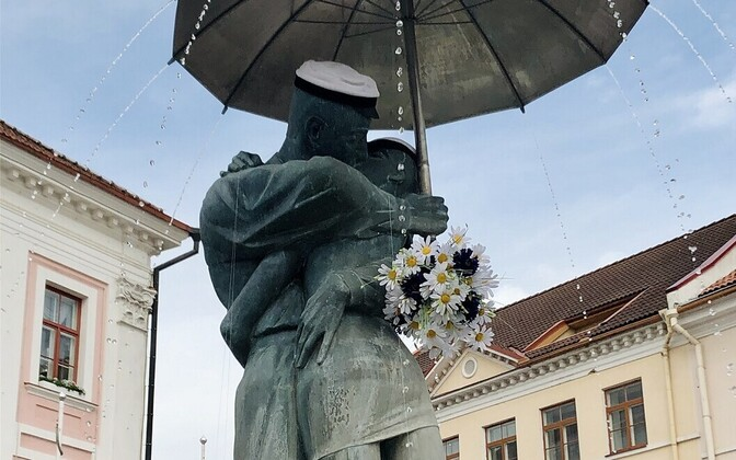 Sculptures in Tartu received a formal look for graduations