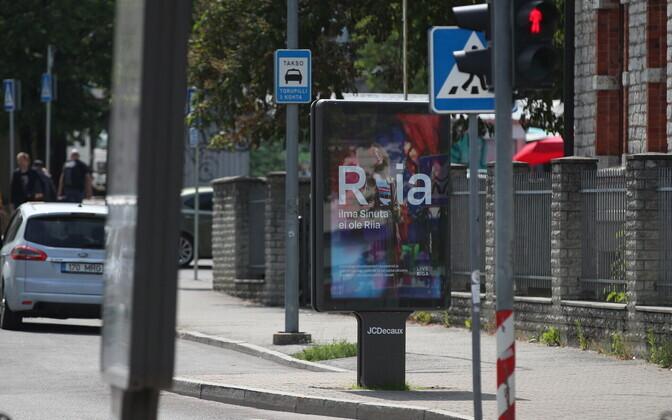 Riiga meelitav reklaam Tallinna kesklinnas