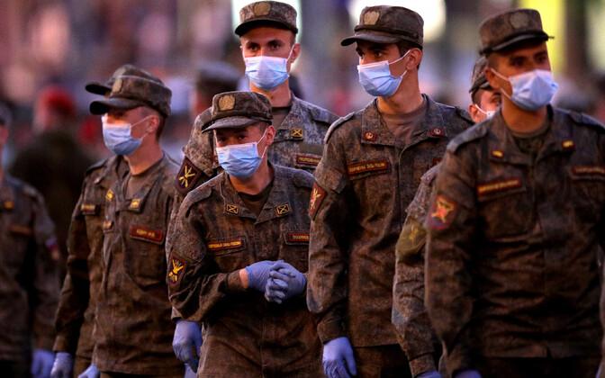 Vene sõdurid harjutamas Moskva Punasel väljakul 24. juuni paraadiks.