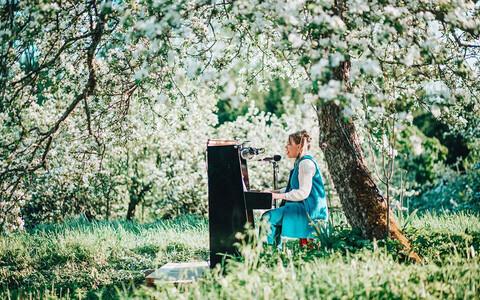 Mari Kalkun õunaaias