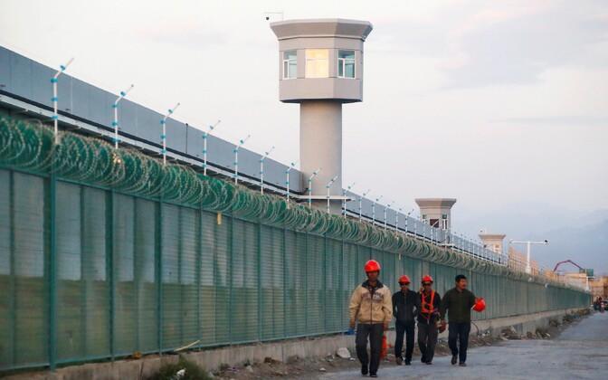 Uiguuride kinnipidamiseks kasutatava laagri välispiire Hiinas Dabanchengis.
