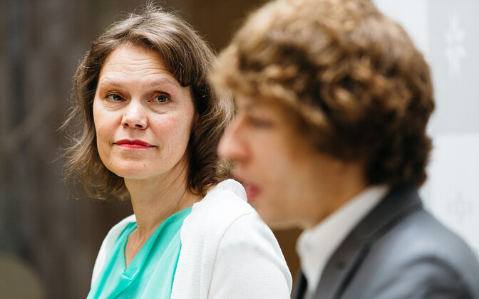 Health Board head Merike Jürilo at a press conference with Tanel Kiik, social affairs minister, Thursday, shortly after she announced her resignation.