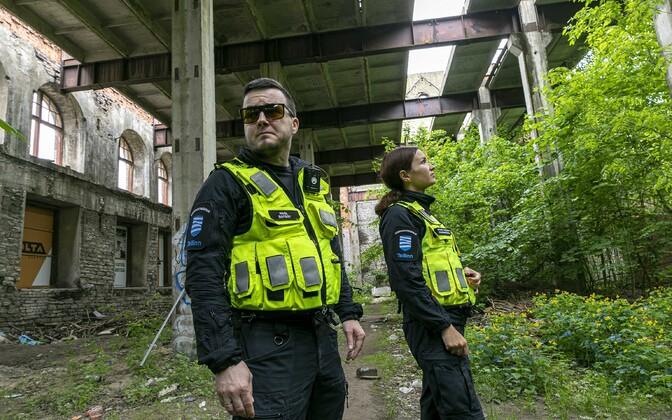 О подозрительной деятельности в заброшенных домах следует уведомлять Муниципальную полицию.