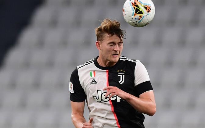 Juventuse kaistja Matthijs de Ligt võtmas palli peaga vastu