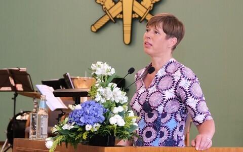 Kersti Kaljulaid Kaitseväe Akadeemia põhi- ja keskastmekursuse lõpuaktusel.