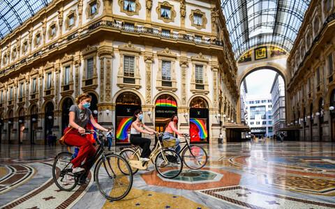 Jalgratturid Milaanos Lombardias.