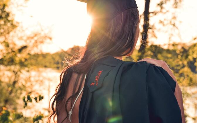 Doktorikraadi kätte saamine on vaid algus, akadeemilisse maailma jäämisel võivad sissetulekud seejärel isegi vähemalt ajutiselt langeda.