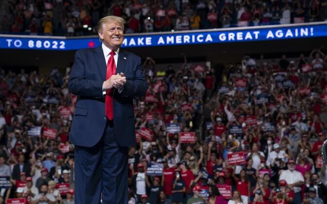 Donald Trump Tulsas esimesel kohtumisel toetajatega pärast koroonaviiruse puhangu algust.
