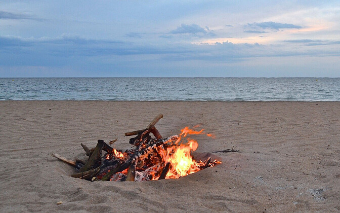 Костер на пляже.